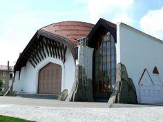 Lendva - színház / Lendava theatre -In Memoriam Makovecz Imre Frank Lloyd Wright, Organic Architecture, Amazing Architecture, Gaudi, Architecture Organique, Art Village, Hungary, Medieval, Mansions