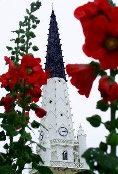 Le clocher d'Ars-en-Ré..de toute beauté ! | Île de Ré Charente-Maritime Tourisme #charentemaritime | #arsenré | #IledeRé