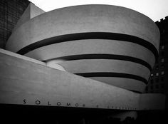 Guggenheim Museum - New York City. El museo Guggenheim de Nueva York es el primero de los museos creados por la Fundación Solomon R. Guggenheim, dedicada al arte moderno. Fue fundado en 1937 en Upper East Side, NY