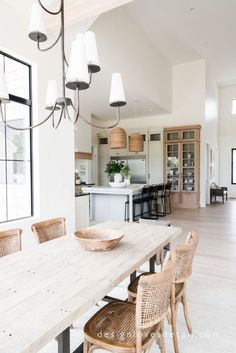 50 Affordable Kitchen Dining Room Design Ideas For Eating With Family - With space crunch becoming a common issue faced by people in setting up their houses, buying home furnishing products has become more challenging than. Luxury Dining Room, Dining Room Design, Neutral Dining Rooms, Design Kitchen, Beach Dining Room, Luxury Living, Küchen Design, House Design, Design Ideas