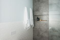 Expert advice: How, when and why to use feature tiles in a bathroom - The Interiors Addict Mold In Bathroom, Upstairs Bathrooms, Bathroom Renos, Bathroom Renovations, Bathroom Ideas, Master Bathroom, Oz Design Furniture, Furniture Vanity, Kyal And Kara