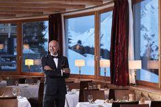 Unser Restaurantleiter Carsten ist stets um Ihr Wohl bemüht. Lassen Sie sich kulinarisch verwöhnen! Restaurant, Starry Night Sky, Diner Restaurant, Restaurants, Dining