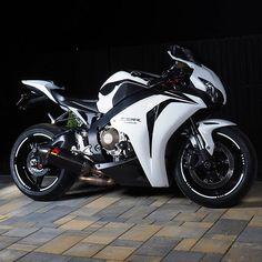 Motorcycles, bikers and more - fun Cars & Bikes - Motos Motos Honda, Honda Bikes, Honda Motorcycles, Vintage Motorcycles, Custom Motorcycles, Honda Cbr 1000rr, Womens Motorcycle Helmets, Motorcycle Bike, White Motorcycle