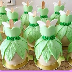 Manzanas Tinkerbell Party Theme, Tinkerbell Birthday Cakes, Fairy Birthday Cake, 2nd Birthday, Birthday Parties, Fête Peter Pan, Peter Pan Party, Bolo Tinker Bell, Chocolate Covered Treats