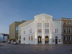 <p>The Weltspiegel theater in Cottbus, Germany, has been around for nearly a century, and a new renovation by Alexander Fehre transforms it into an ode to cinema.</p>