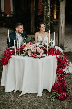 Vintage Wedding This vintage Carol Hannah wedding dress at a Naples botanical garden wedding has our hearts a-flutter! Bridal Table, Wedding Table, Wedding Reception, Florida Botanical Gardens, Botanical Gardens Wedding, Red Wedding, Wedding Gowns, Wedding Vintage, Farm Wedding