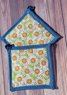 Pot Holders - Daisies on Green