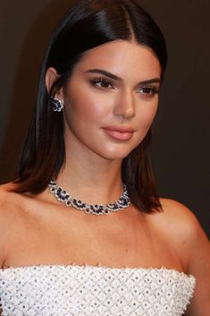 Kendall Jenner wears Chopard jewelry at a Chopard dinner in her honor during the 2017 Cannes Film Festival, May 2017. #cannes #festivaldecannes #cannes2017 #cannesfilmfestival #redcarpet #celebrity #fabfashionfix #chopard #kendalljenner