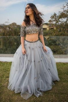 Skirt and crop top indian lehenga choli new Ideas Indian Lehenga, Red Lehenga, Lehenga Choli, Anarkali, Indian Designer Outfits, Designer Dresses, Lehenga Indien, Short Sleeve Prom Dresses, Short Sleeves