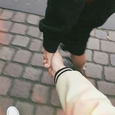 Image about love in Ulzzang Couples 💕 by HoneyPyuh Couple Hands, Gay Couple, Sweet Couple, Relationship Goals Pictures, Cute Relationships, Couple Ulzzang, Couple Goals Cuddling, Korean Couple, Photo Couple
