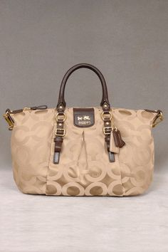 Coach Tote.  The First Coach bag I kind of like.,cheap coach bags outlet
