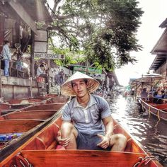 The largest floating market in the world: where your shopping cart is raft. #damnoensaduak #ratchaburi #thailand #tbt by pererando