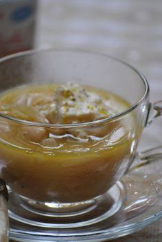 Zuppa di fagioli cannellini e cipolle con robiola