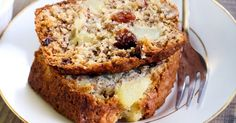 Hummingbird Loaf Cake (No hummingbirds were harmed in the making of this delicious cake. Just Desserts, Delicious Desserts, Yummy Food, Tasty, Baking Desserts, Cake Baking, Bird Cakes, Cupcake Cakes, Cupcakes