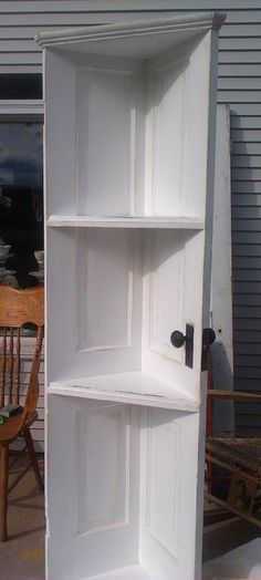 Old door turned corner shelf. More detailed directions here http://au.lifestyle.yahoo.com/better-homes-gardens/diy/how-to/h/-/15635465/how-to-make-shelves-using-an-old-door/