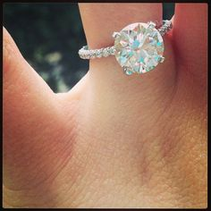 gorgeous engagement ring. I want this ring