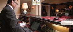 Superbe humanisation sur le site de cet hôtel, il raconte une histoire en mettant en scène le staff dans ses fonctions.... cela créer du lien, on reste, j'adore ... http://www.victoriapalace.com/fr/