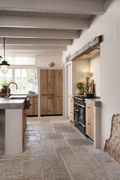 Cottage Kitchens, Home Kitchens, Kitchen Design Gallery, Hygge Home, Farmhouse Style Kitchen, Cottage Interiors, New Home Designs, Kitchen Flooring, Kitchen Interior