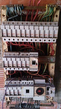 L'alimentation électrique est déconnectée du tableau électrique