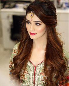 Pakistani bridal makeup mehndi hairstyles 26 Ideas - New Site Pakistani Bridal Hairstyles, Lehenga Hairstyles, Mehndi Hairstyles, Bridal Hairstyle Indian Wedding, Pakistani Bridal Makeup, Bridal Hair Buns, Open Hairstyles, Bridal Hairdo, Indian Hairstyles