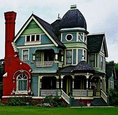 Victorian Houses (81 pieces)