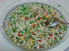 Derin bir tencere içine 1 su bardağı arpa şehriye koyun. Üzerine 1-1,5 su bardağı sıcak su koyun. Biraz tuz ve sıvıyağ ekleyip, yumuşayana kadar haşlayın. A Grains, Food, Essen, Meals, Seeds, Yemek, Eten, Korn