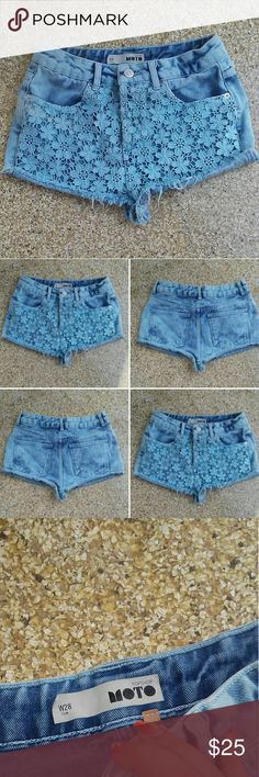 Topshop Moto Lace Shorts W28 US5/6 Only thing us the size label coming off Shorts themselves are perfect  Light wash denim and baby blue crochet Topshop Jeans