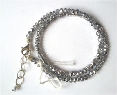 Dubbele armband in gecoated kristal met karabijn slot en verlengkettinkje. Lengte = 17-21 cm