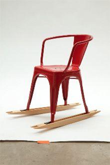 Petites Productions, Skis de chaise, deux skis à poser sous les pieds d'une chaise pour la transformer en rocking chair.