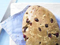 Cranberry-Stuten - mit Mandeln - smarter - Kalorien: 176 Kcal - Zeit: 30 Min. | eatsmarter.de Cranberries, Mandeln und schon wird ein schmackhaftes süßes Brot daraus.