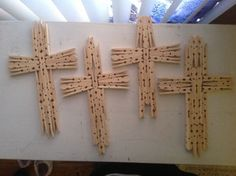 31 Ideas for clothes pin crafts cross Wooden Cross Crafts, Wooden Clothespin Crafts, Wooden Clothespins, Vbs Crafts, Church Crafts, Craft Stick Crafts, Easter Crafts, Bible School Crafts, Bible Crafts