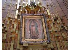 Oración del Papa Francisco al bendecir la corona que regaló a la Virgen de Guadalupe 13/02/2016 - 07:37 pm .- El Papa Francisco obsequió una corona a la Virgen de Guadalupe y la bendijo durante la Misa en la Basílica dedicada a ella en su honor.