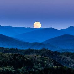 Great Smoky Mountains Moonrise -- by Jimmy Beals, Blue Ridge Mountain Life Blue Ridge Mountains, Great Smoky Mountains, Mountains At Night, Nc Mountains, Mountain Photography, Landscape Photography, Craggy Gardens, Sunrise Mountain, Mountain Pictures