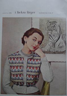 """Ur tidningen """"Marks"""" nr 8 från 1954. Mönsterstickad i färger och i kombo med aviga och räta maskor som ger struktur."""