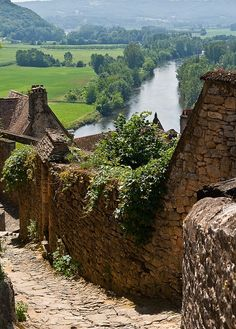 Leading lines Beynac, France by Alpenstrasse. As an amateur photographer I find this photo to be educational as well as beautiful.