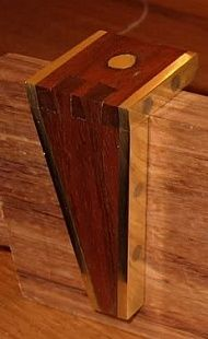 HomemadeTools.net - Online community for builders of homemade tools (includes TONS of jigs!)