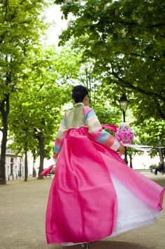 Korean wedding photographer Paris #혼례식 #전통혼례 #신부 #Toronto #Piperstudios #notmine #photography #videography #Korean #Koreanwedding #traditional #Formal #Wedding #bridal #hanbok #bride #royal #royalwedding #back