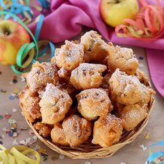 Le frittelle soffici di mele e uvetta sono pronte! Provatele anche voi! Little Bites, Cannoli, Saveur, Doughnuts, Italian Recipes, Cookie Recipes, Deserts, Food And Drink, Yummy Food