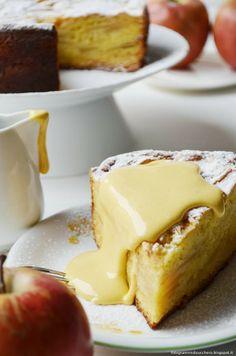 Torta di mele con zabaione caldo al passito  Apple pie with Hot passito zabaione