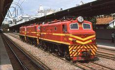 Locomotivas elétricas da RFFSA na estação de Belo Horizonte no final dos anos 70.