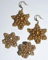 Star/flower earrings: - Beading Daily free tute.  #Seed #Bead #Tutorial
