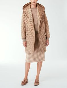 Max Mara ALLEGRA beige-camel: Quilted silk coat. Find your outfit on the Official Max Mara Website and discover all that is new in ready-to-wear.
