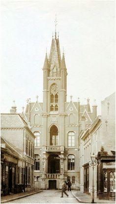 Jan van Hooffstraat, gezien richting stadhuis, Rechtestraat Auteur: niet vermeld - 1895 - 1900