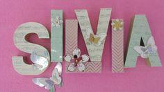Letras de cartón decoradas con la Minc.