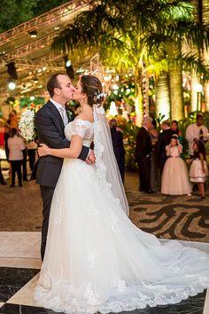 """Julia Franco e José Renato Estelles disseram o """"sim"""" em um charmoso casamento no Rio de Janeiro. A assessoria da festa ficou por conta de Carla Baroncini."""