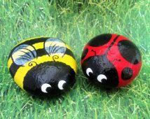 ladybug garden decor Ladybug bumble bee set of two hand painted garden stones decorative rocks Rock Painting Patterns, Rock Painting Ideas Easy, Rock Painting Designs, Lady Bug Painted Rocks, Painted Rocks Craft, Painted Garden Rocks, Painted Pebbles, Pebble Painting, Pebble Art