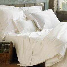 Sateen woven to a 300-thread count for lush drape and natural wrinkle resistance, our organic cotton sateen layers lavishly. The silky feel of the fabric is ideal for sleeping in cool weather with or without a top sheet. Closes with coconut shell buttons.