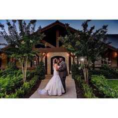 Looking for a gorgeous wedding venue near Houston? Want an outdoor ceremony site? Book your free tour with THE SPRINGS Event Venue in Brookshire, TX today!