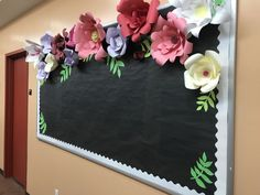 Excellent DIY Classroom Decoration Ideas & Themes to Inspire You - Staggering classroom decorating idea for elementary school with flowers blackboard decor - Classroom Bulletin Boards, New Classroom, Classroom Setting, Classroom Design, Flower Bulletin Boards, Bulletin Board Paper, Classroom Ideas, Themes For Classrooms, Black Bulletin Boards
