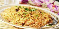 Il nasi goreng è un piatto tipico della cucina indonesiana preparato con riso fritto, carne di pollo, gamberetti e verdure, insaporito con salsa piccante e salsa di soia. E' un piatto unico molto ricco ideale da gustare in sostituzione della solita insalata di riso. Il nome nasi goreng significa letteralmente... Read More →